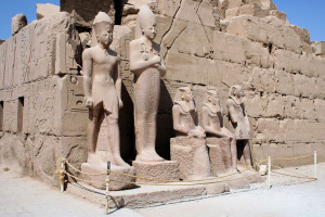 statues-at-karnak-temple